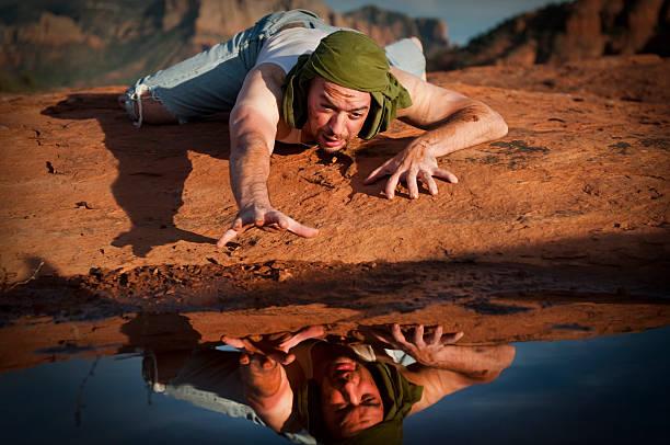 thirsty man in the desert - 口渴 個照片及圖片檔