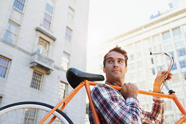 das rad macht mich überall! - fahrradträger stock-fotos und bilder