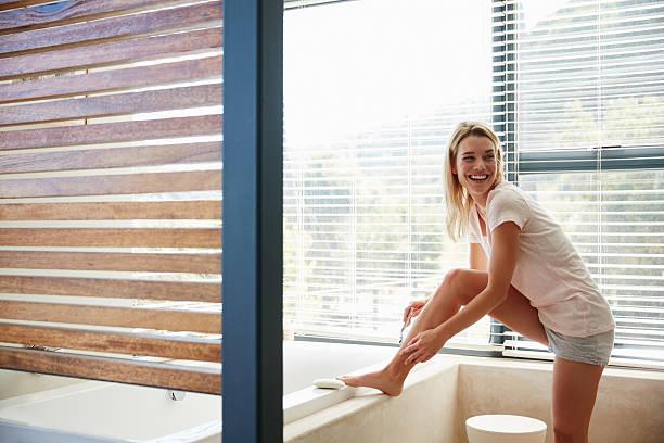 this day is going smoothly - feminine badezimmer stock-fotos und bilder