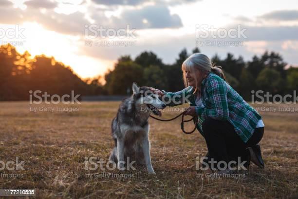 This dog make her happy picture id1177210535?b=1&k=6&m=1177210535&s=612x612&h=xm9iql99fuakupyhd69oqqe9olgxko4j5xslrv6 nuc=