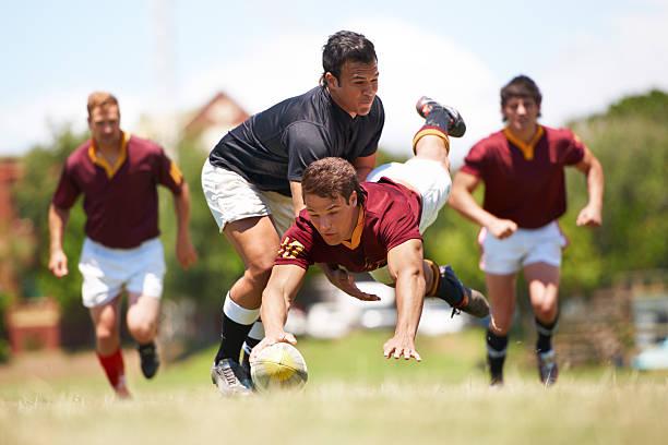 dieses spiel ist nichts für schwache nerven herz - rugby stock-fotos und bilder