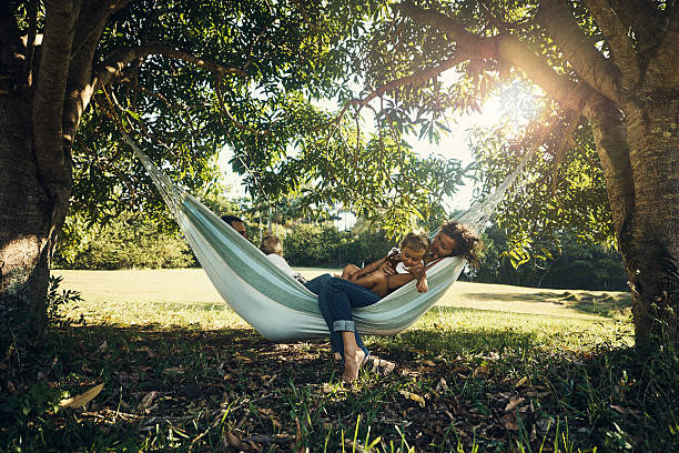 this hammock is family-sized - hangmat stockfoto's en -beelden