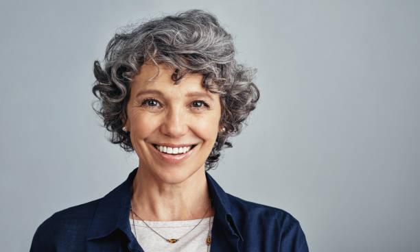 detta är den ålder jag känner min mest glad - mature women studio grey hair bildbanksfoton och bilder