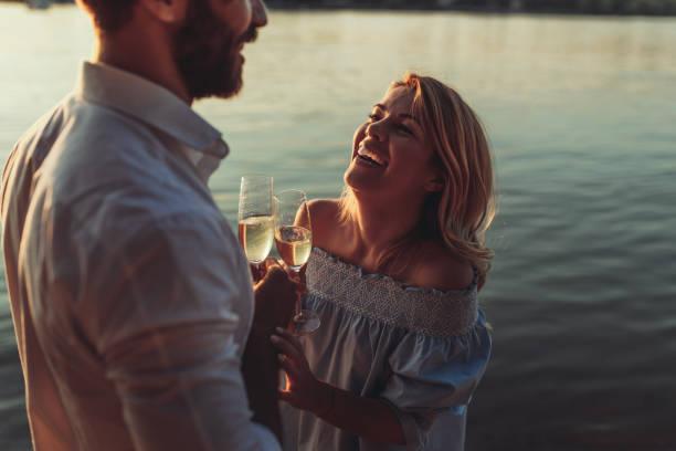dies ist für uns - romantisches picknick stock-fotos und bilder