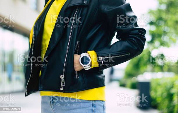 This smartwatch suits me a halflength photo of a look of a young picture id1254655524?b=1&k=6&m=1254655524&s=612x612&h=zndi3i4hpyxehjy6qwlsp1n uskl8lornafe8zi7unc=