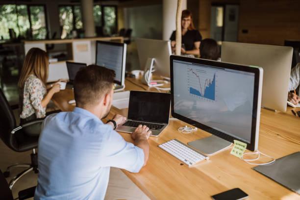 這支隊伍通向成功之路 - 虛擬辦公室 個照片及圖片檔