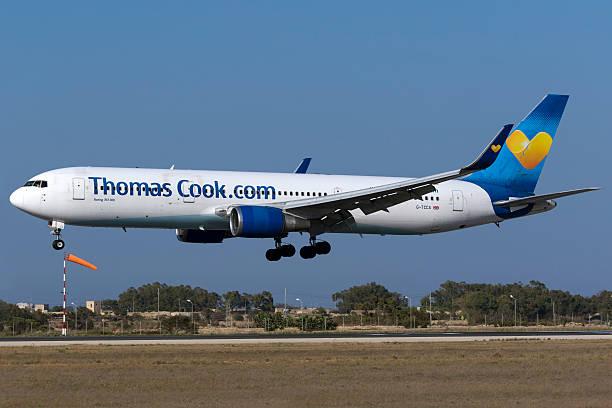thomas cook 767 landing - b767 stock-fotos und bilder