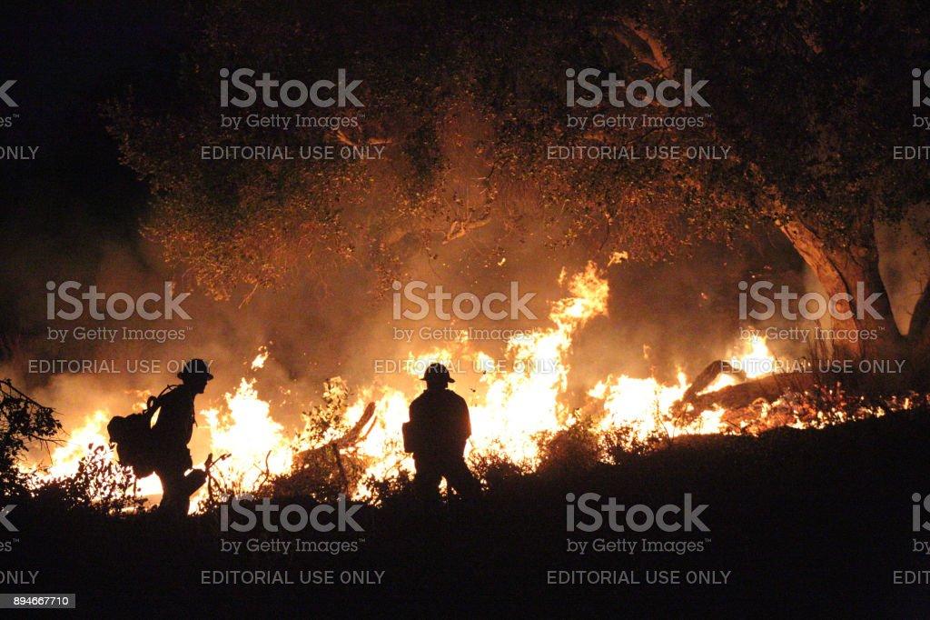 Thomas fuego arde en Carpinteria, California - foto de stock