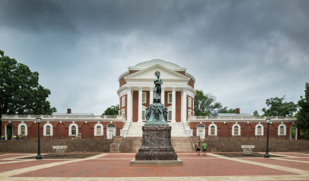 Thomas Jefferson and the Rotunda Charlottesville, VA - August 3, 2016. The University of Virginia, frequently referred to simply as Virginia, is a public research university and the flagship for the Commonwealth of Virginia. charlottesville stock pictures, royalty-free photos & images