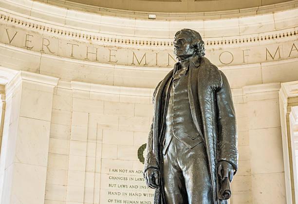 Thomas Jefferson Memorial with bronze statue - Photo