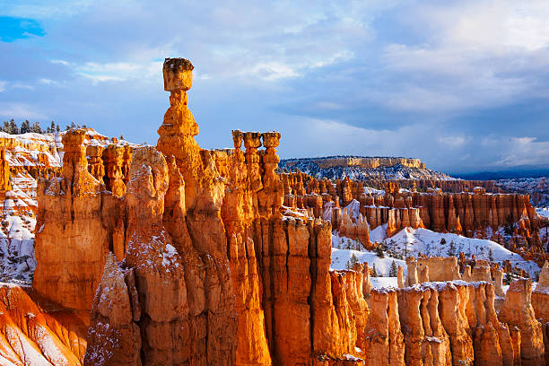 thor hammer over snow, bryce canyon national park, ut usa - bryce canyon national park stockfoto's en -beelden