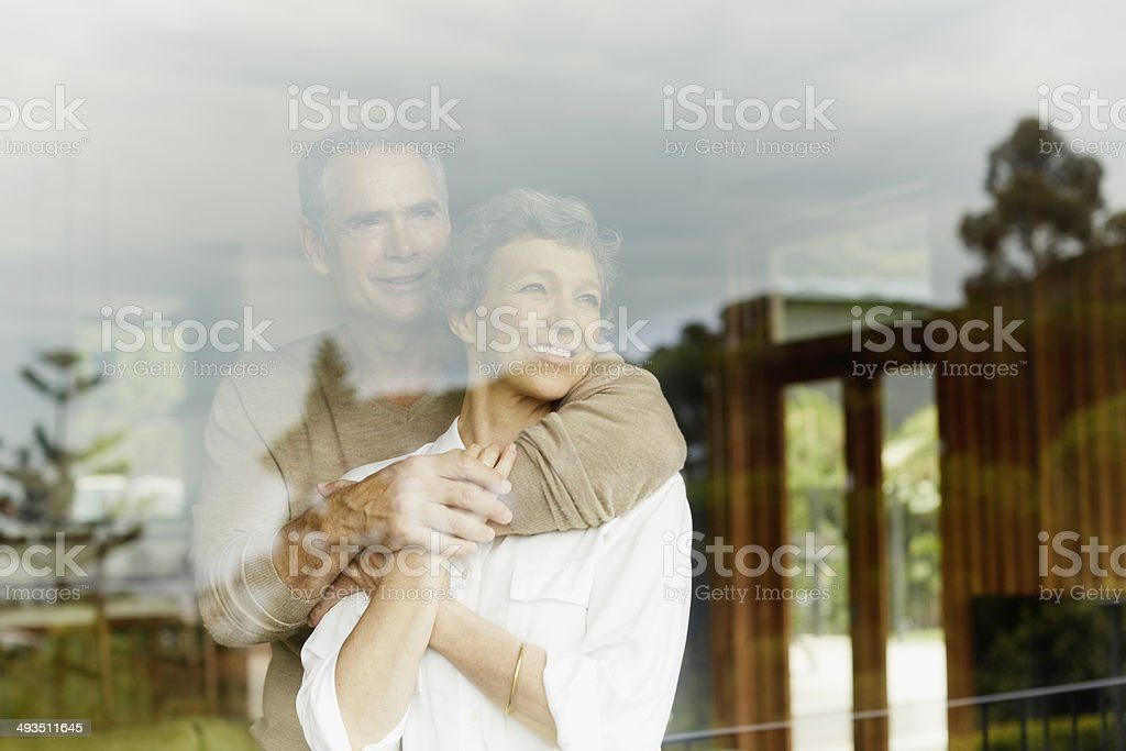 Thoughtful couple looking through window – Foto