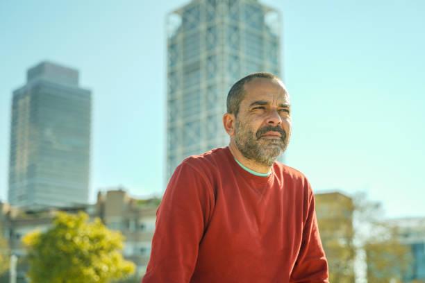Nachdenklicher Mann mittleren Alters in Barcelona – Foto