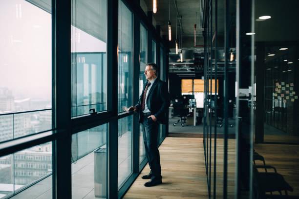 Durchdachte leitender Geschäftsmann – Foto