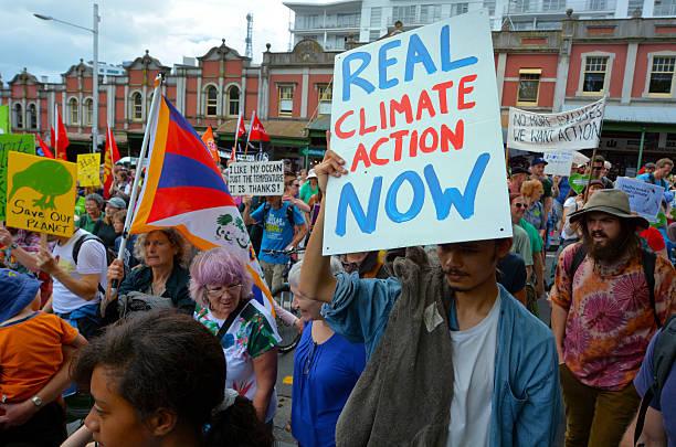 수천 명의 랠리 조치 기후 변화에 대한 - 기후 묘사 뉴스 사진 이미지