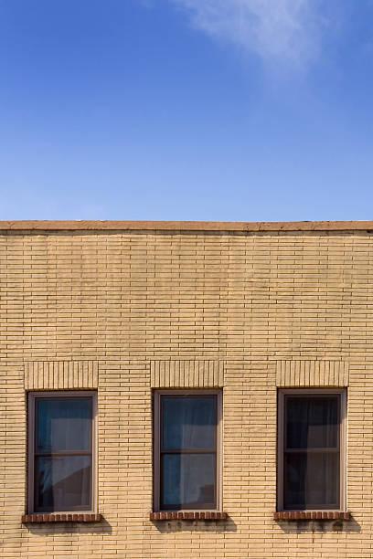 drei apartment fenster - dachformen stock-fotos und bilder
