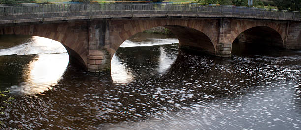 Three arches arches at belper river gardens with a long exposure for water detail abjure stock pictures, royalty-free photos & images