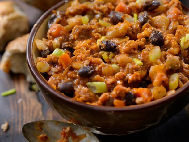 drie bean chili met linzen - spaanse peper stockfoto's en -beelden