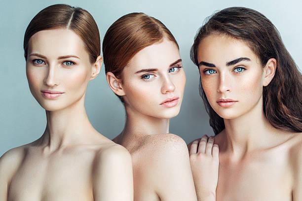 Três lindas meninas com maquiagem natural - foto de acervo