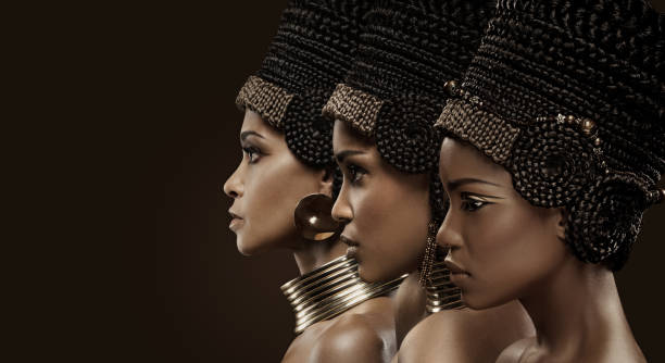 drei schöne nofretete frauen - ägyptisches make up stock-fotos und bilder
