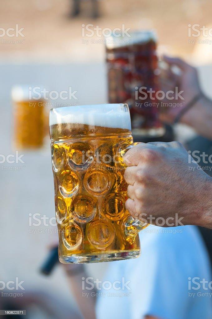 Drei Biersorten in der hand – Foto