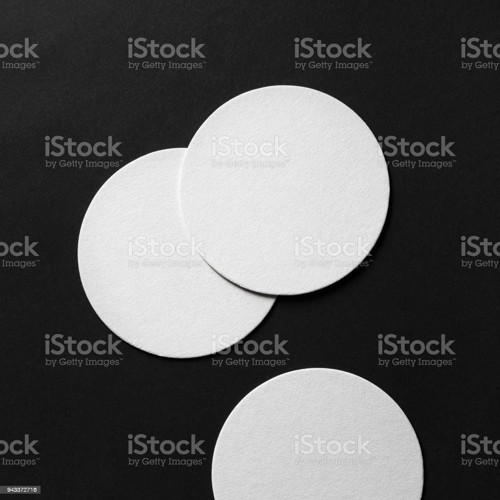 Tres posavasos en blanco - foto de stock