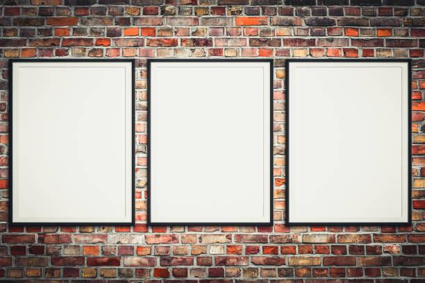 drei leere Bilderrahmen auf Mauer - gerahmte Poster Mock-up mit Steinmauer-Hintergrund- – Foto