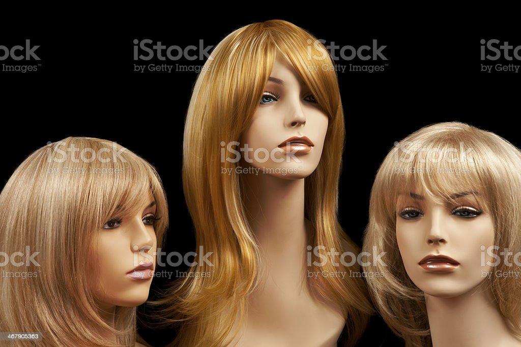 Drei Blonden Kleiderpuppe Heads Mit Perücken Stockfoto Und