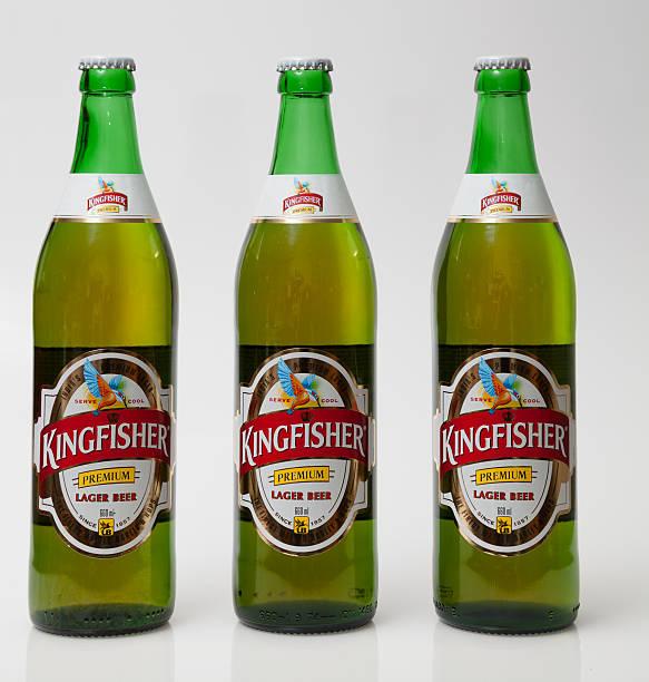 trois bouteilles de bière de marque indien martin-pêcheur - martin pêcheur photos et images de collection