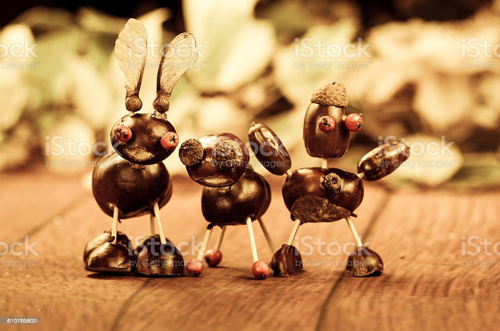 three chestnut figures – Foto