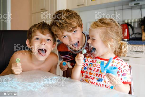 Three children licking lollypops and showing colored blue tongues picture id1167744193?b=1&k=6&m=1167744193&s=612x612&h=hdmbf3n oxzgtlfdzdq 7r12motdfcjehafe1bdka m=