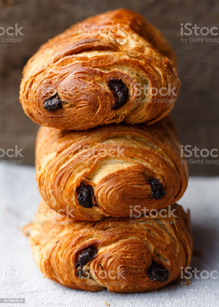 three pain au chocolat – Foto