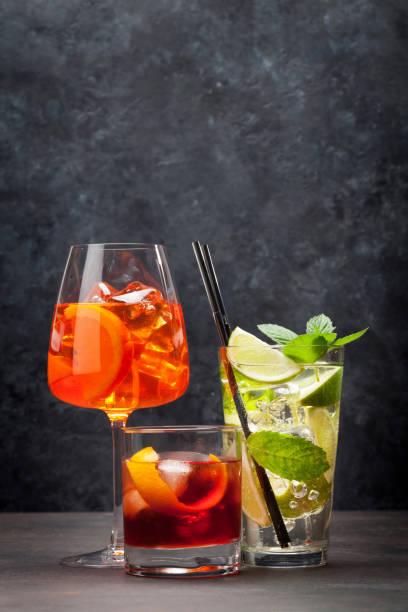 Drei klassische Cocktailgläser – Foto