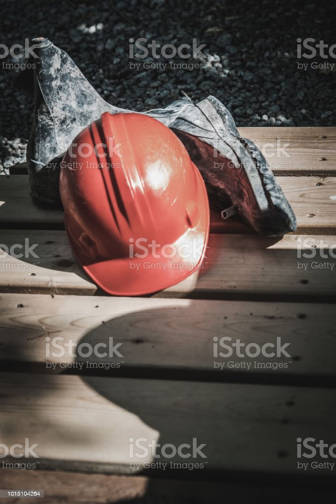 Construction de trois casques et bottes - Photo