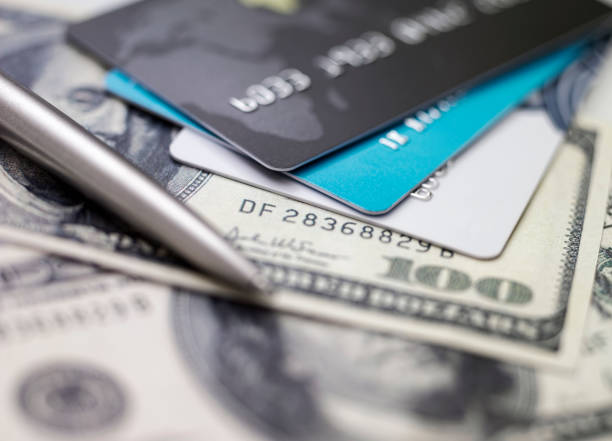 кредитных карт на доллары сша - кредит и кредитные карты стоковые фото и изображения