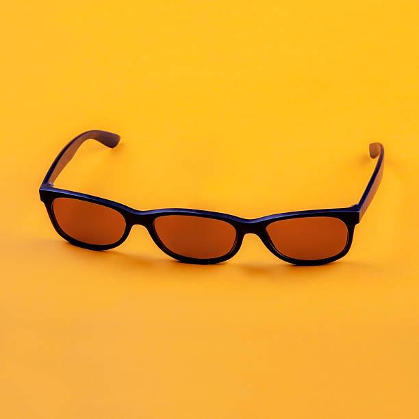 tres eyed gafas de sol - ironía fotografías e imágenes de stock