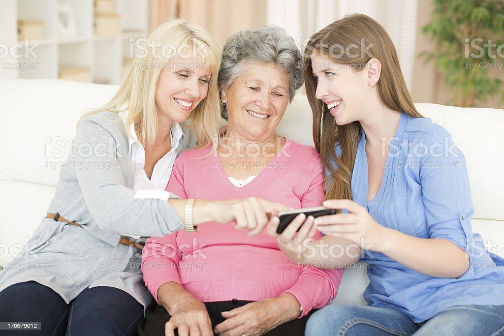 Tres generaciones de mujeres. foto de stock libre de derechos