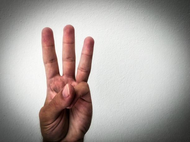 three fingers - terceira imagens e fotografias de stock