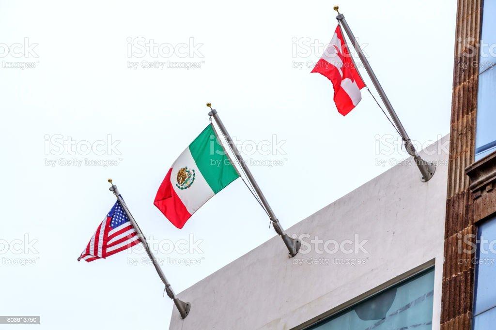 Tres banderas de nosotros México y Canadá - foto de stock