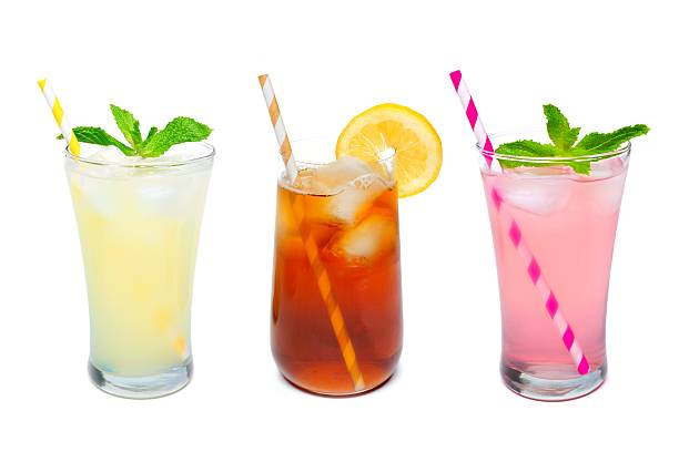 3 글라스잔 여름 음료, 빨대 위의 인명별 - 레모네이드 뉴스 사진 이미지