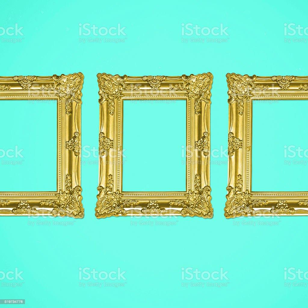 Tres Oro Antigua Galería De Imágenes Sobre Fondo Turquesa - Stock ...