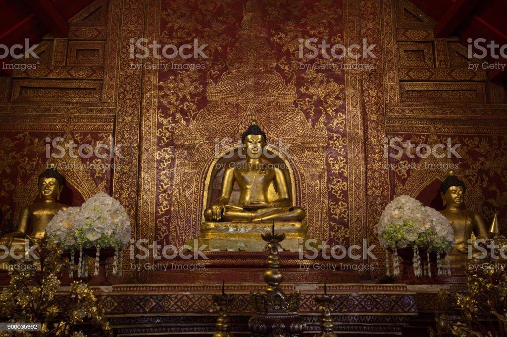 Three Golden Buddha Statue in Thai Temple - Стоковые фото Азия роялти-фри