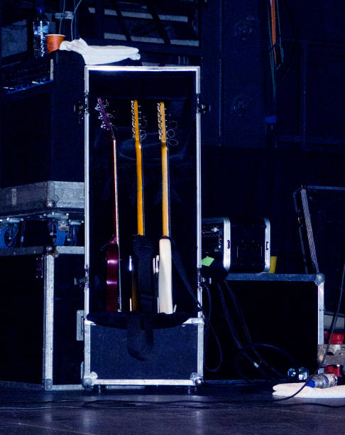 Drei Gitarren auf der Bühne – Foto