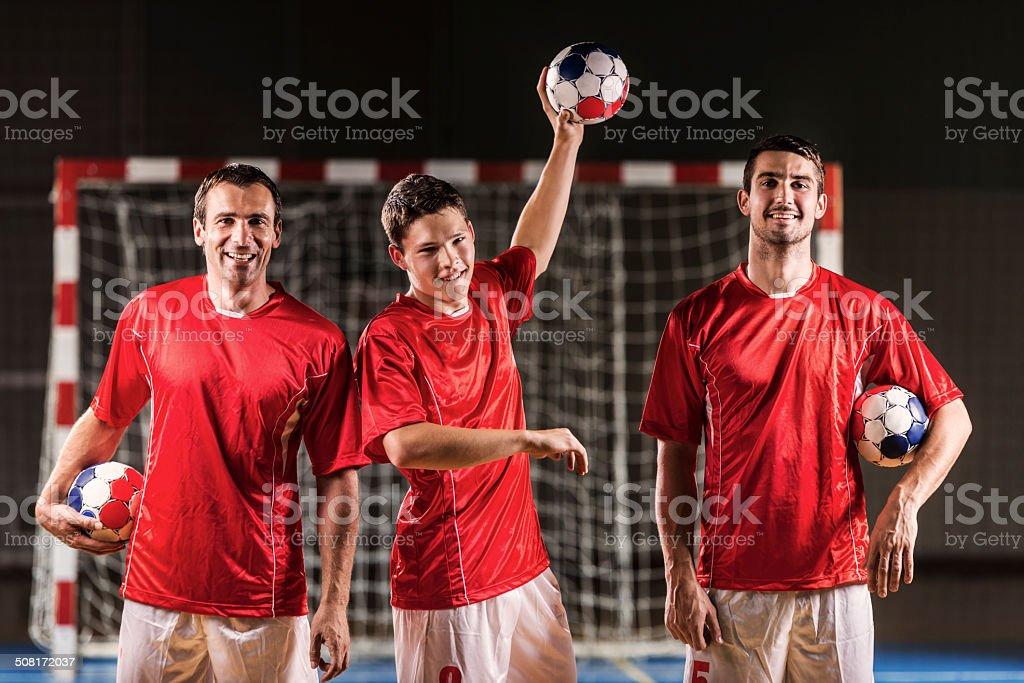 Três jogadores de andebol. - fotografia de stock