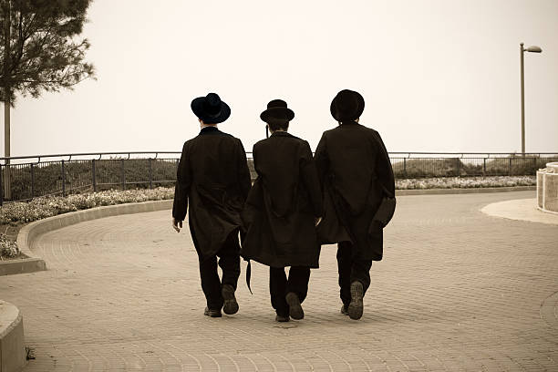 trzy hasidic żydów - judaizm zdjęcia i obrazy z banku zdjęć