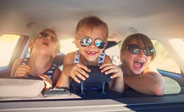 Drei Kinder, die Spaß auf Roadtrip – Foto