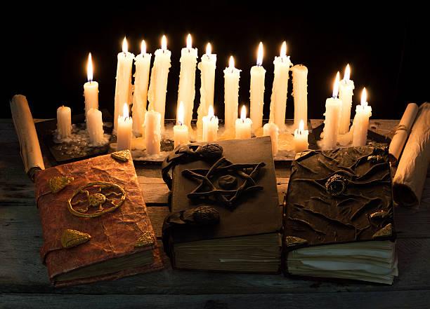 Tres magia libros - foto de stock