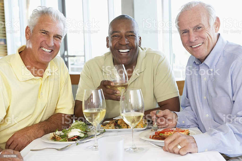 Amis ayant déjeuner ensemble - Photo