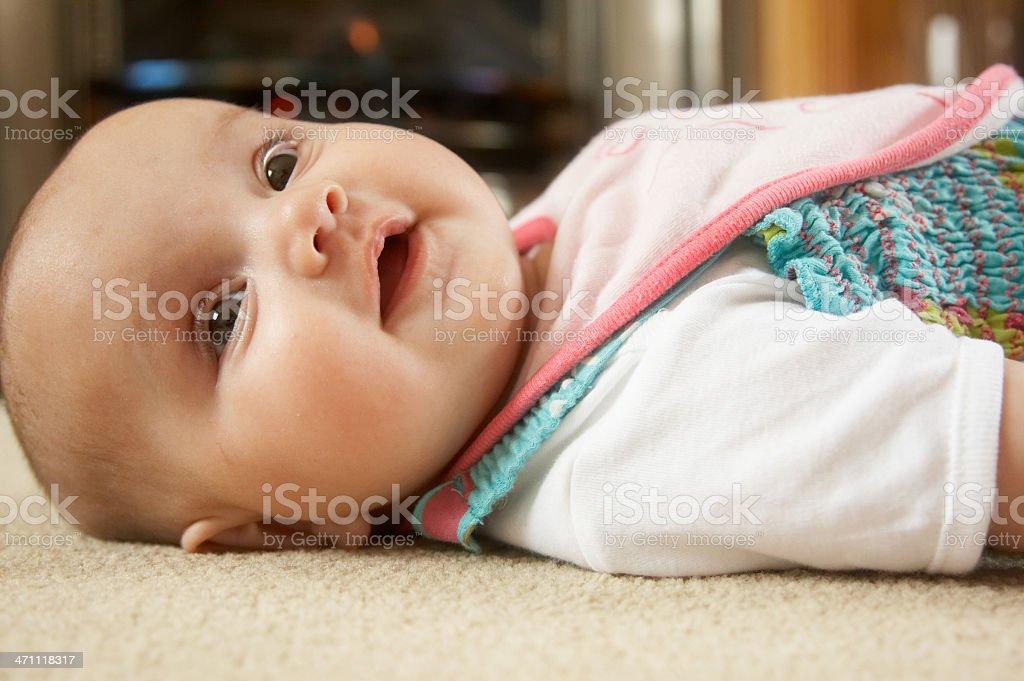 Drei Monate altes baby auf Teppich – Foto