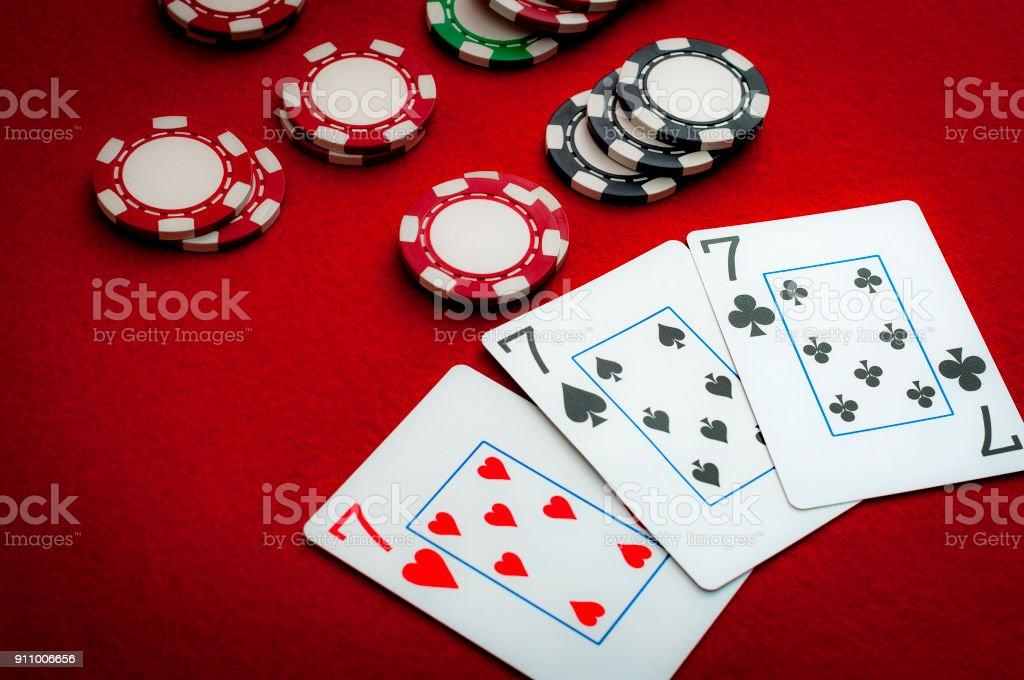 Drilling (Reise Siebener) am Pokertisch Karte – Foto
